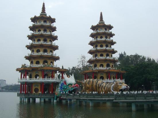 เกาสง, ไต้หวัน: 龍虎塔