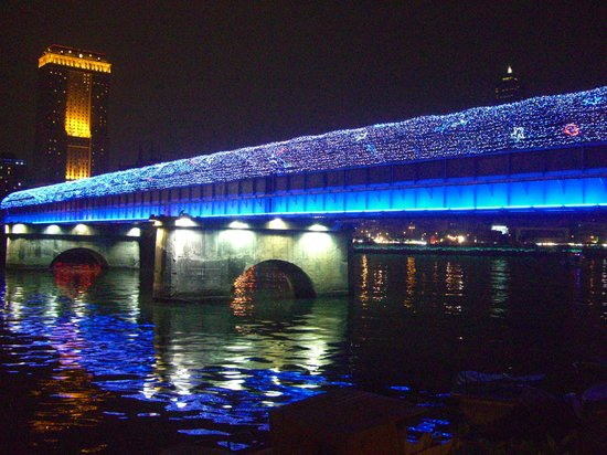 Kaohsiung, Taiwán: イルミネーションの高雄橋