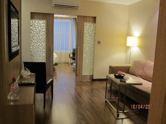 V Residence Hotel and Serviced Apartment: Spacious, clean & tidy room