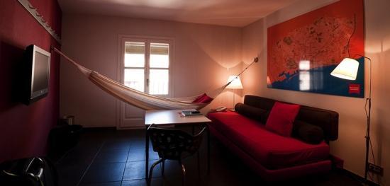Casa Camper Hotel Barcelona: cozy living room