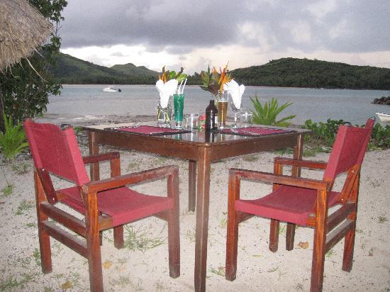 Navutu Stars Fiji Hotel & Resort: Dinner on the Beach