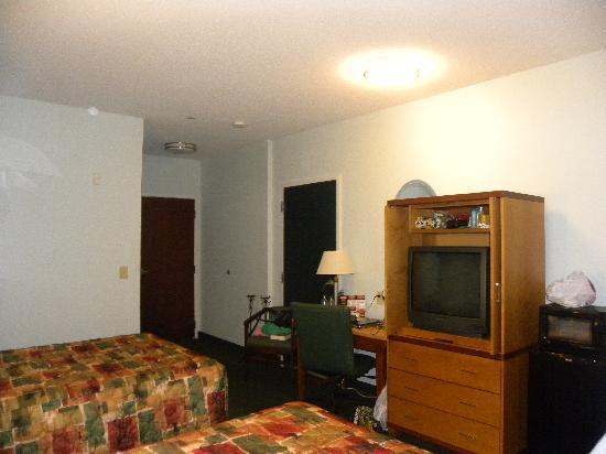 Executive Inn & Suites: Towards desk