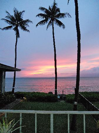 Hale Kai Oceanfront Condominiums: sunset