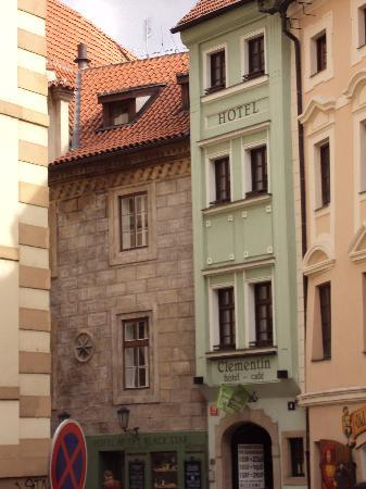 Praga, Republika Czeska: Tiny hotel