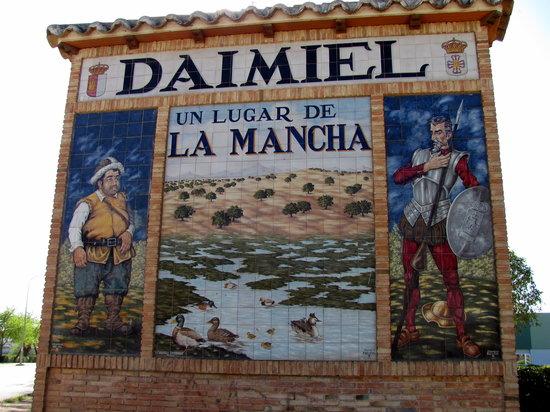 Kastilien-La Mancha, Spanien: Town sign