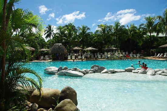 Outrigger Fiji Beach Resort : the lagoon