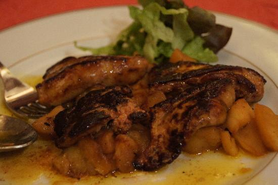 Au Petit Sud Ouest: Cooked Foie Gras with glazed Apples