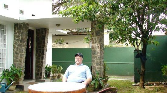 Mount Lavinia Home Stay : garden
