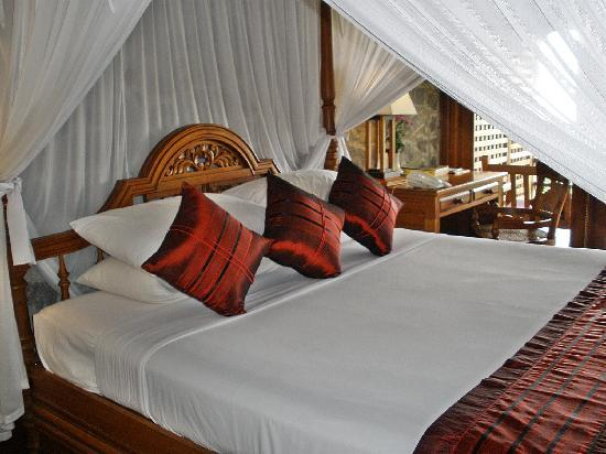 Popa Mountain Resort: our bedroom