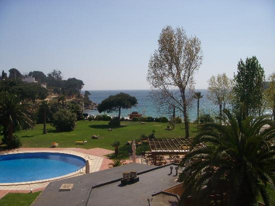 S'Agaro, Espagne : Vue de la chambre 237 vers le jardin et la mer