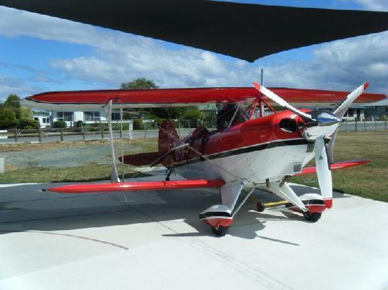 Abel Tasman Pilot a Stunt Plane: Start up