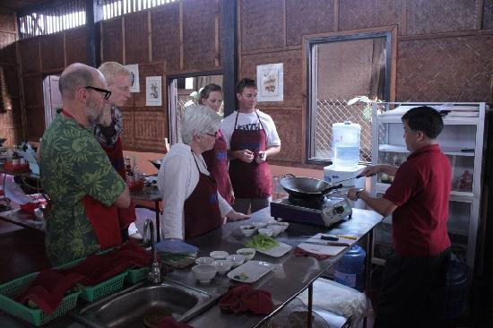 Tamnak Lao Cooking School: The Group