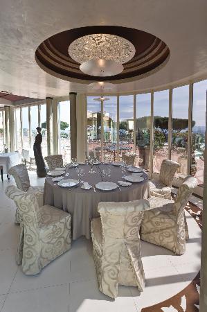 Chateau De La Messardiere: New decorated restaurant 'Les Trois Saisons'