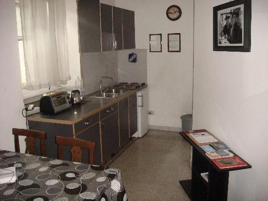 Vatican Museum Bed & Breakfast: La cucina ben pulita e funzionale