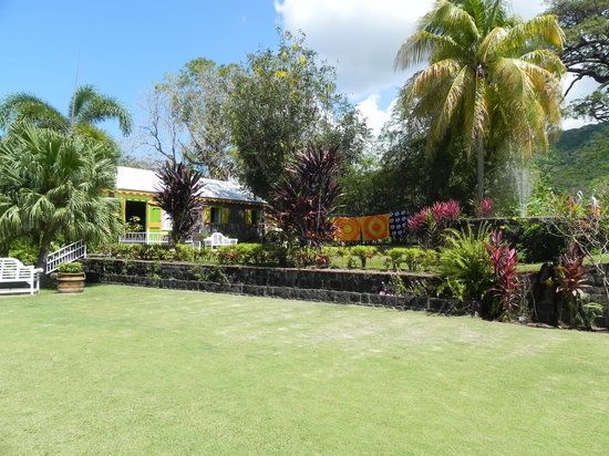 Basseterre, St. Kitts: Romney Manor - Batik building