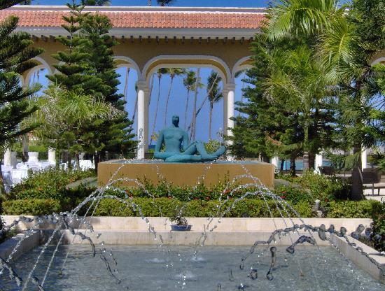 The Reserve at Paradisus Palma Real: Courtyard at the Main Resort