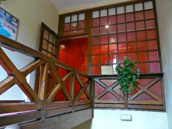 Le Manoir de la Fôret : Montée d'escaliers de l'hôtel