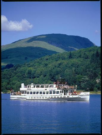Bowness-on-Windermere, UK: Historic Steamers & comfortable launches