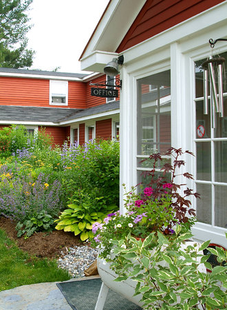 Landgrove, VT: Front Gardens in full bloom