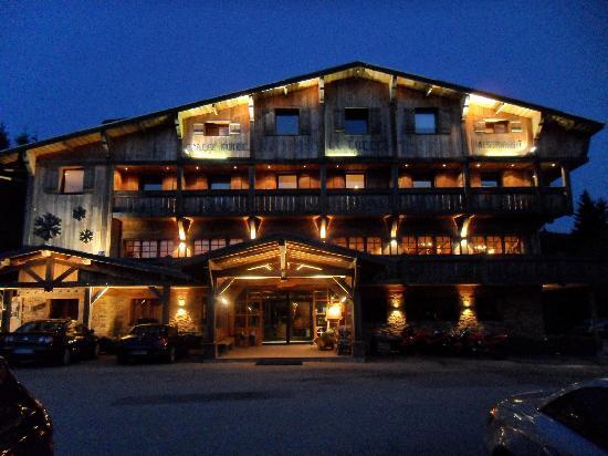 Xonrupt-Longemer, France : hôtel vu le soir