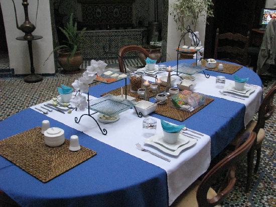 Dar Melody: La table du petit déjeuner