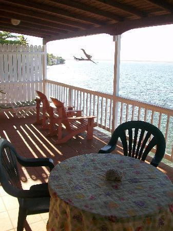 LemonTree Oceanfront Cottages: The Mango Suite terrace