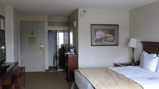 Hilton Woodland Hills/Los Angeles: Room 835, King Bed