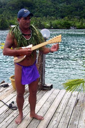 Tahaa, Polinesia Francesa: Stephan sang local songs