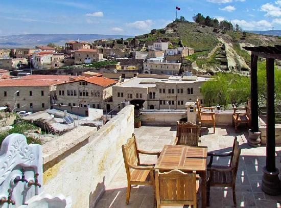 Perimasali Cave Hotel - Cappadocia: One of the hotel's high terraces