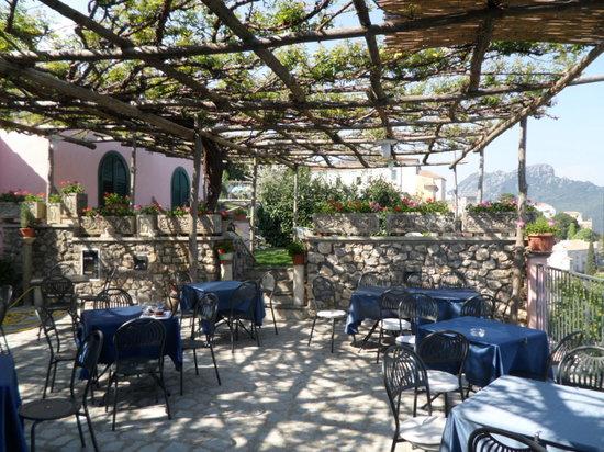 Villa Amore Ristorante : the outdoor seating