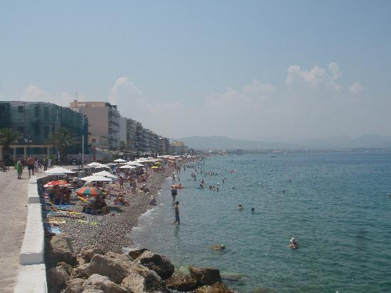 Loutraki, Yunanistan: the main beach