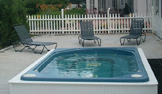 Eastern Slope Inn: Out Door Hot Tub