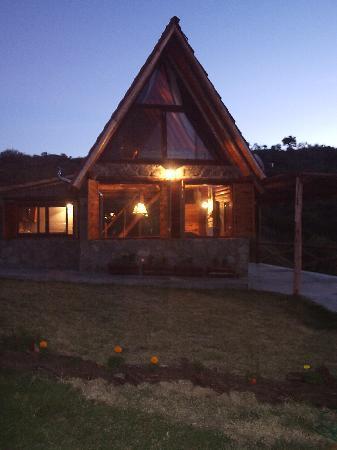 Cabanas Los Arroyitos: cabaña al atardecer