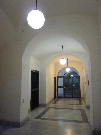 Moshi Moshi B&B別館・ビルの入口