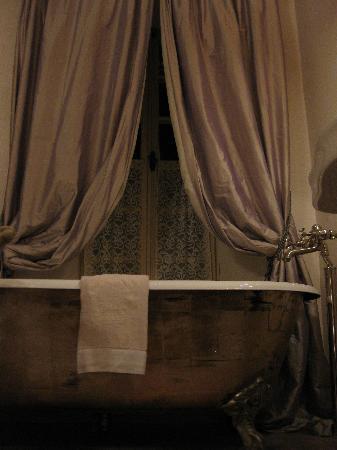 Borgo Santo Pietro: Pellegrino suite bathtub