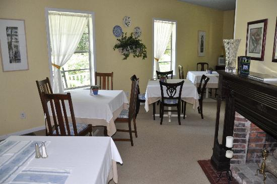 Magnolia Springs Bed & Breakfast: Yum Breakfast Area