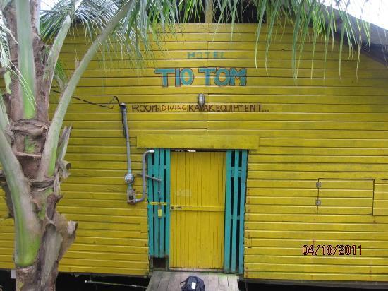 TioTomsGuesthouse: front door