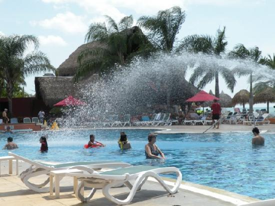 Royal Decameron Beach Resort, Golf & Casino: Pileta