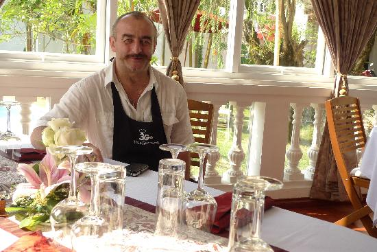 Trois Gourmands : Gils, the owner and chef