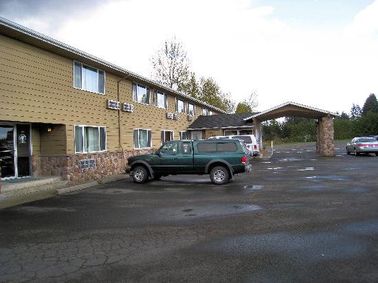 Mt. St. Helens Motel: Front of motel