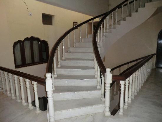 Hotel Marble Palace: scalinata d'ingresso