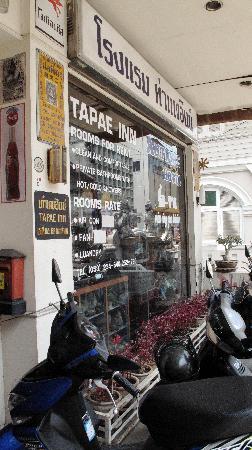 Tapae Inn Hotel: front