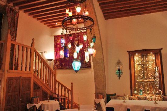 Melenos Lindos Hotel: The indoor restaurant