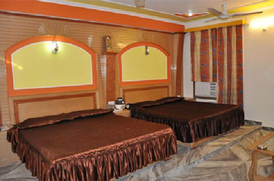 Hotel Gyan Ganga Heritage : Four bedded room
