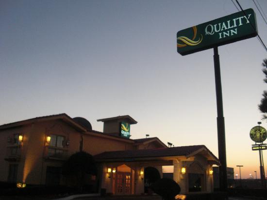موتل 6 إوليس - دي إف دبليو ويست: Hotel