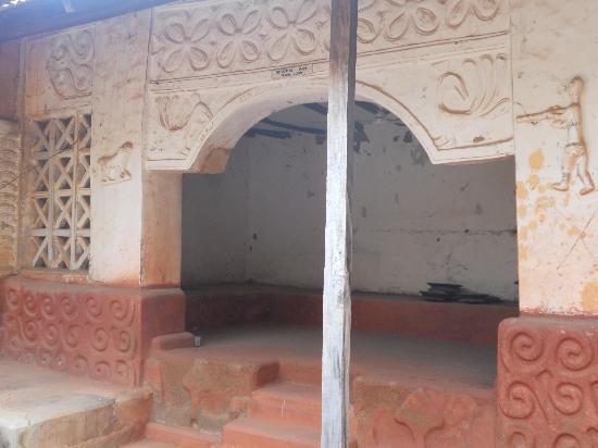 Asante buildings: Aduko Jachie shrine interior