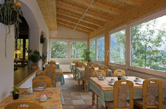 Frühstück mit Aussicht, Hotel Walliserhof Leukerbad