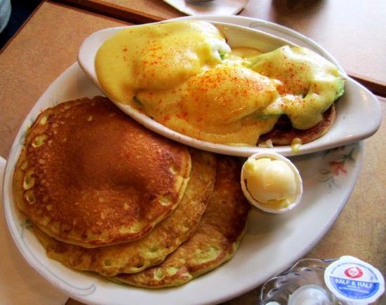 Family Pancake House: Eggs Benedict