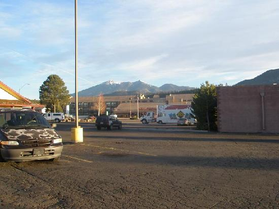 Rodeway Inn & Suites : View from parking lot