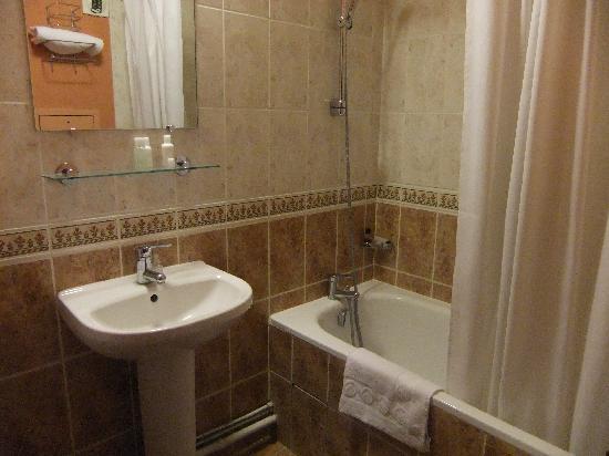 Pavillon Louvre Rivoli: Bathroom